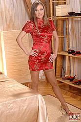 Teen blonde babe Lesperansa soloing naked in heels on bed