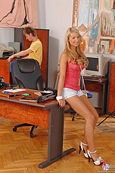 Hot &horny blonde Franciska does a quick blowjob & gets cum