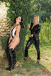 Lesbians Nikita Valentin & Shione Cooper have hardcore sex